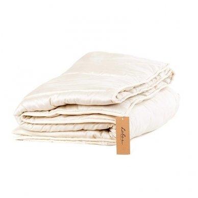 Vasarinė rankų darbo su vilnos užpildu antklodė (225 g/m²), 200x200 cm