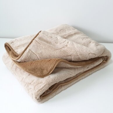 """Merinosų vilnos antklodė """"KAMILĖ"""" (dvipusė), 140x205 cm"""