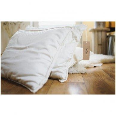 Rankų darbo pagalvė su 100% avių vilnos užpildu, 50x70 cm 2