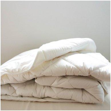 """Universali antklodė """"LENGVUMAS"""" 350g/m2, 200x220 cm"""