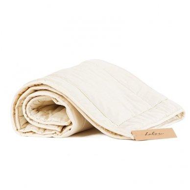 Vasarinė rankų darbo su vilnos užpildu antklodėlė, 100x130 cm