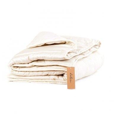 Žieminė rankų darbo su vilnos užpildu antklodė, 140x200 cm