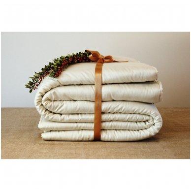 Žieminė rankų darbo su vilnos užpildu antklodė, 140x200 cm 2